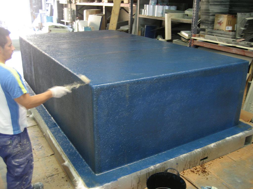 Moldes para laminado de poli ster decomol for Fabricacion de piscinas