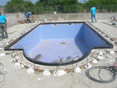 Moulds for pool coping process decomol bdn sl moulds for Bordillo piscina